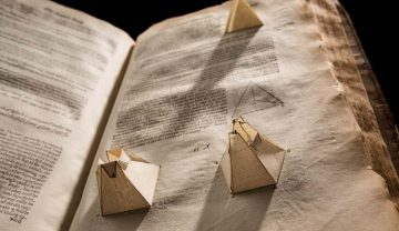 A page with foldable geometric shapes from Elements of Geometrie by Euclid, published in 1570.
